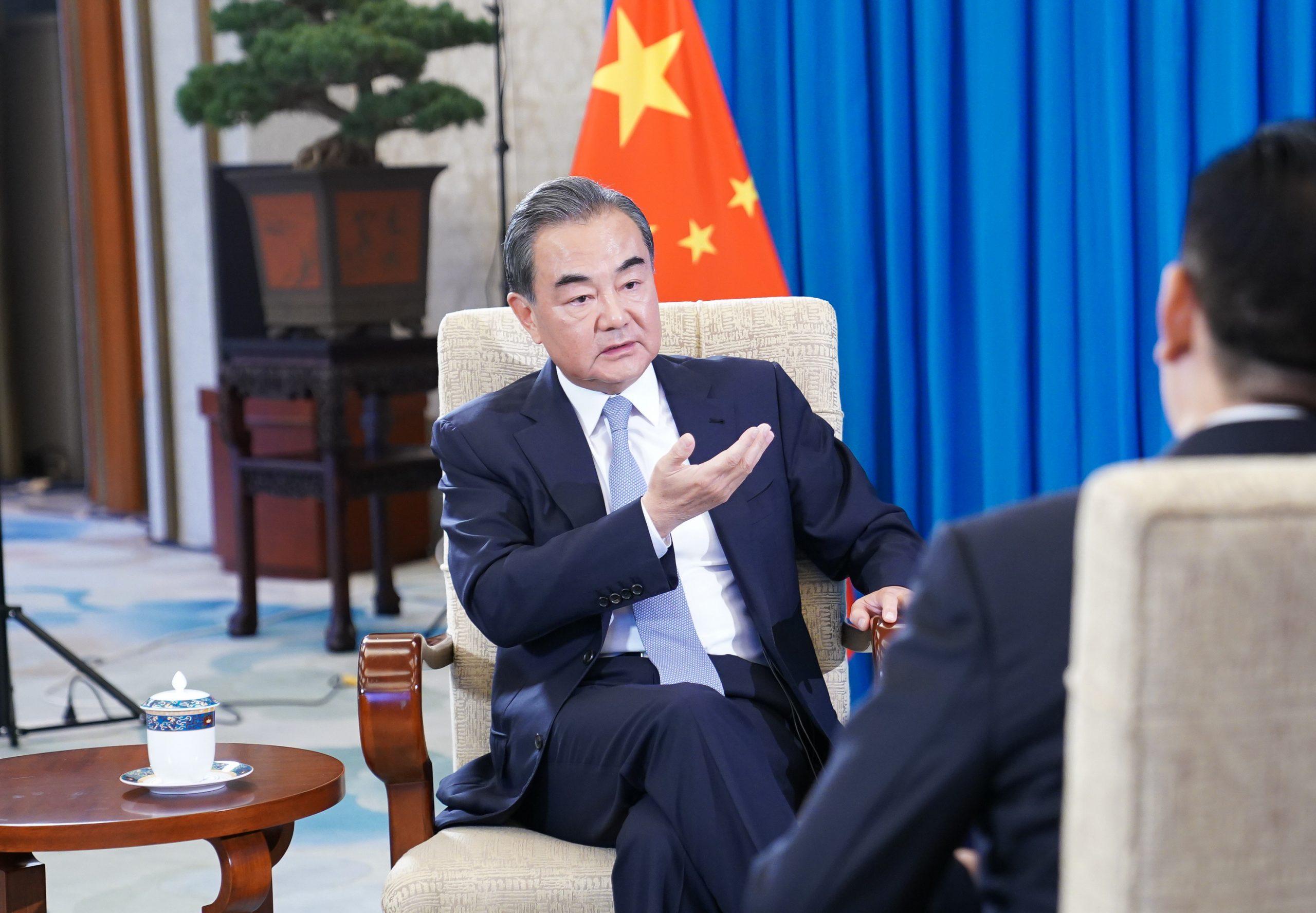 """Combate de COVID-19 constituye la """"máxima prioridad"""" en cooperación China-África, afirma canciller"""