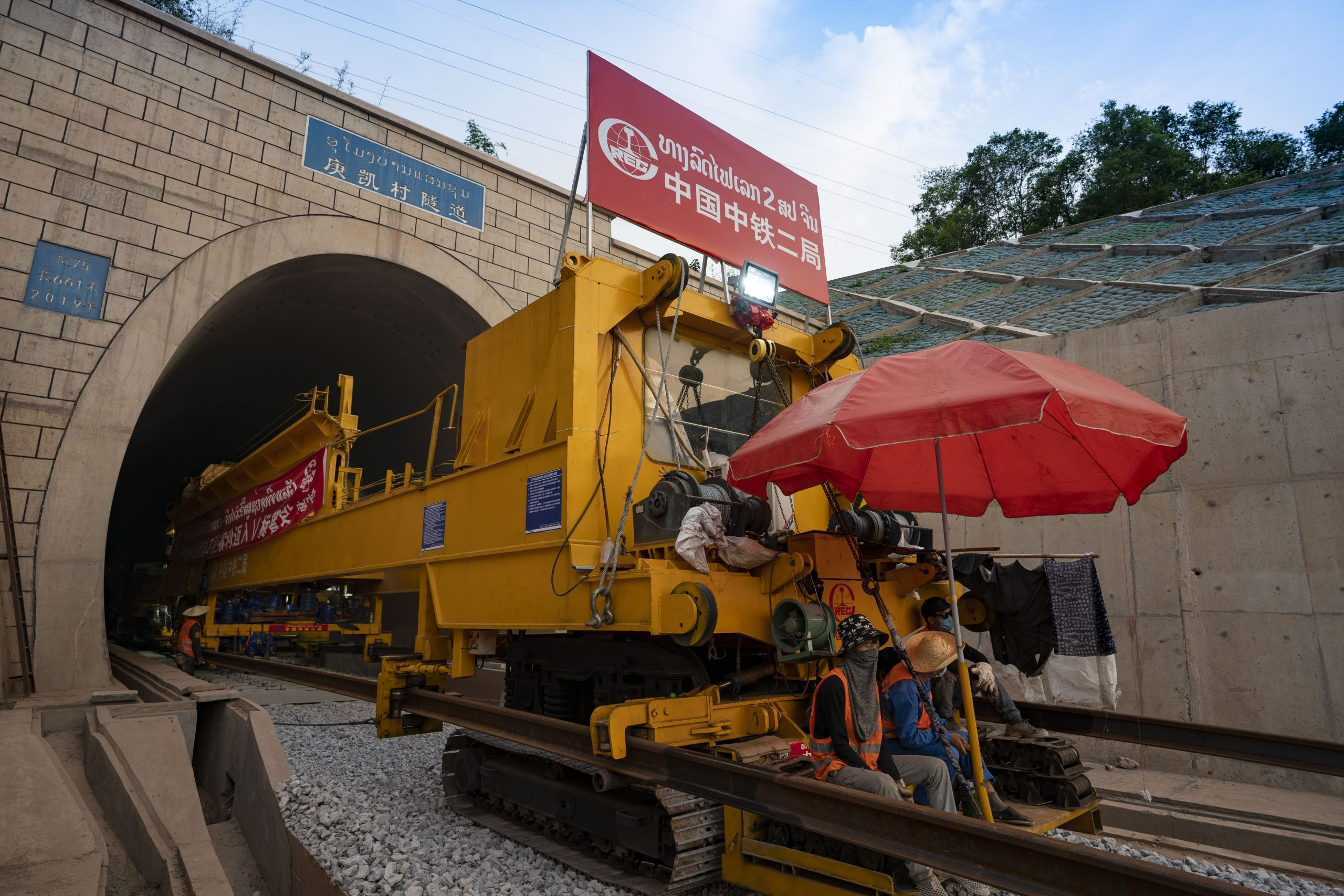 Excavan túnel de 14,5 kilómetros para ferrocarril China-Laos