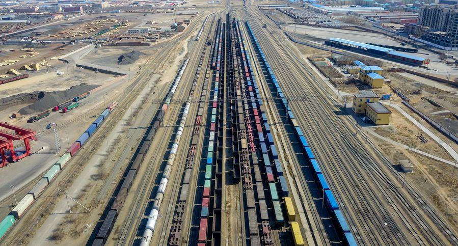 Puerto fronterizo China-Mongolia experimenta incremento en número de trenes de carga entre China y Europa