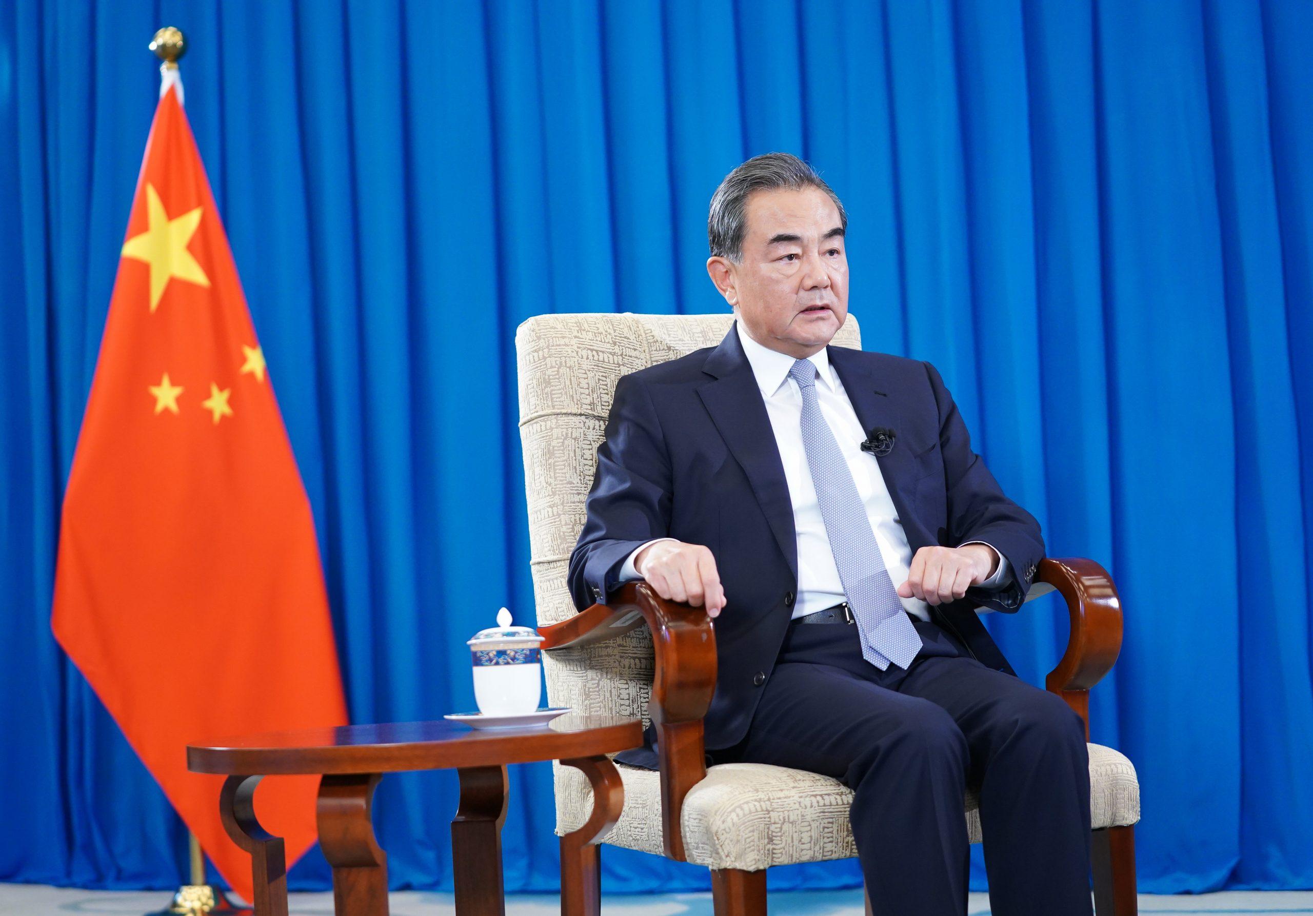"Canciller chino: OCS debe evitar que mundo regrese a ""ley de la selva"""