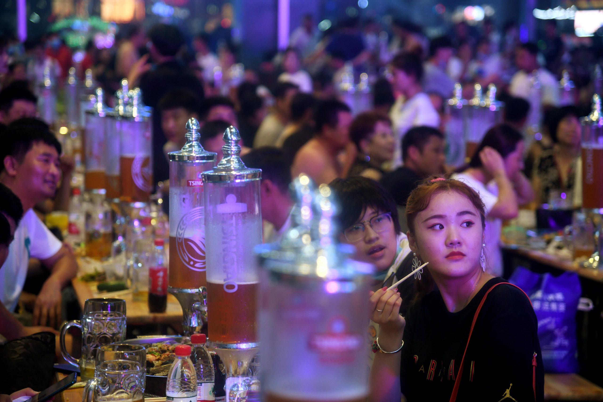 ESPECIAL: Pueblo chino retorna a la vida normal en medio de control y prevención regulares de COVID-19