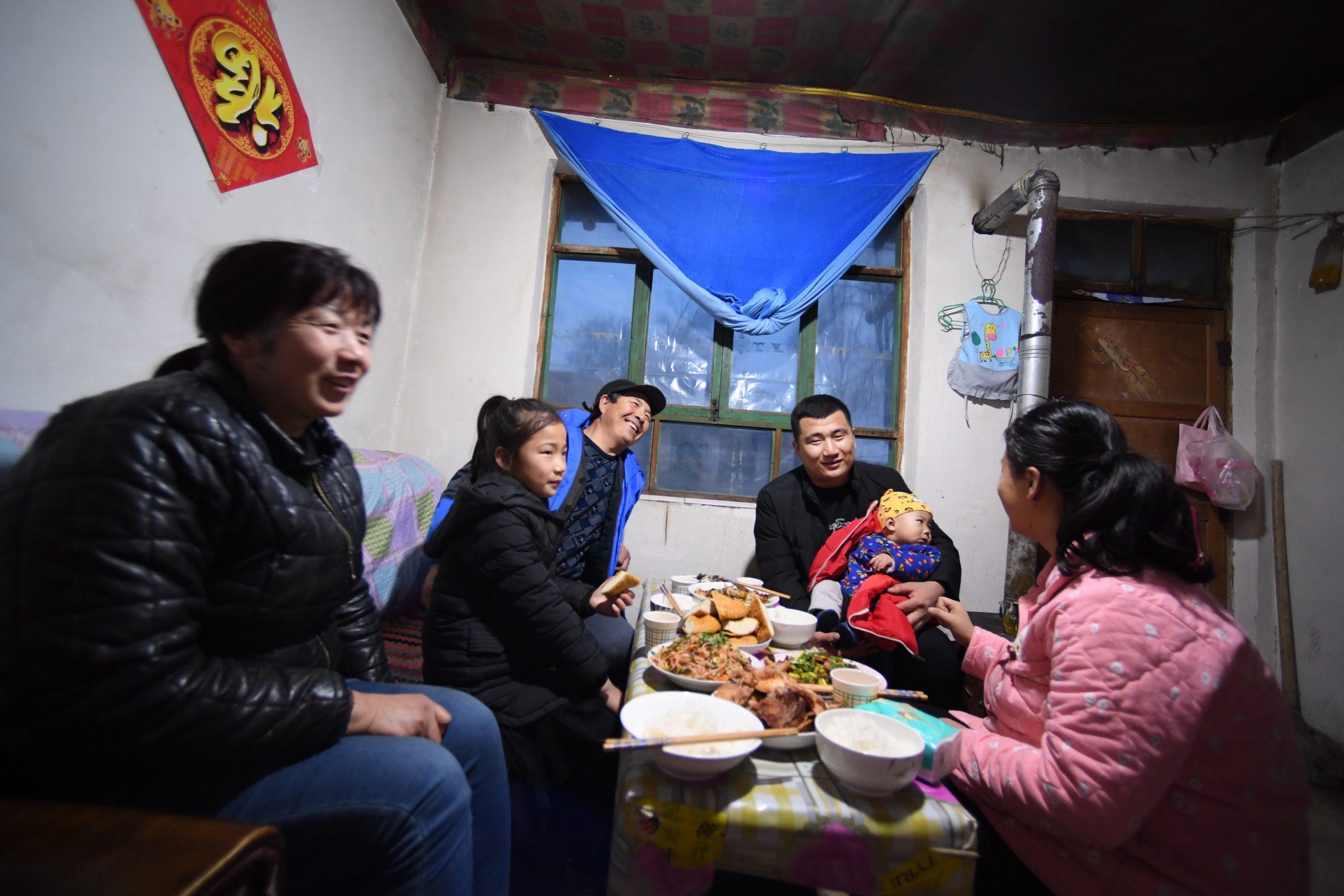 Expertos latinoamericanos valoran altamente hazaña de China en erradicación de la pobreza