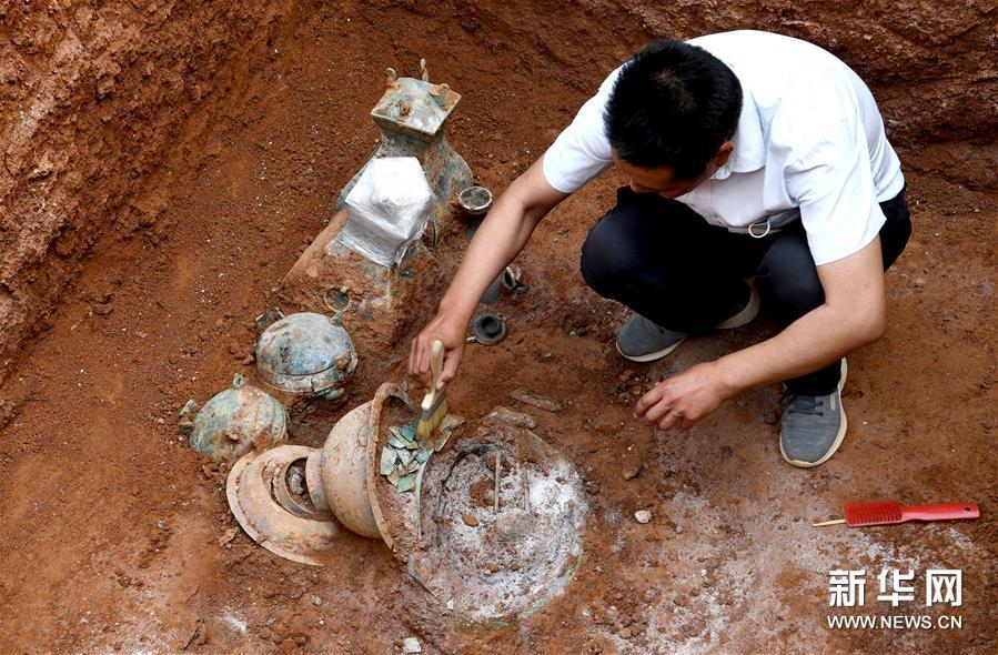 Descubren tumba de aristócrata de una tribu antigua en centro de China