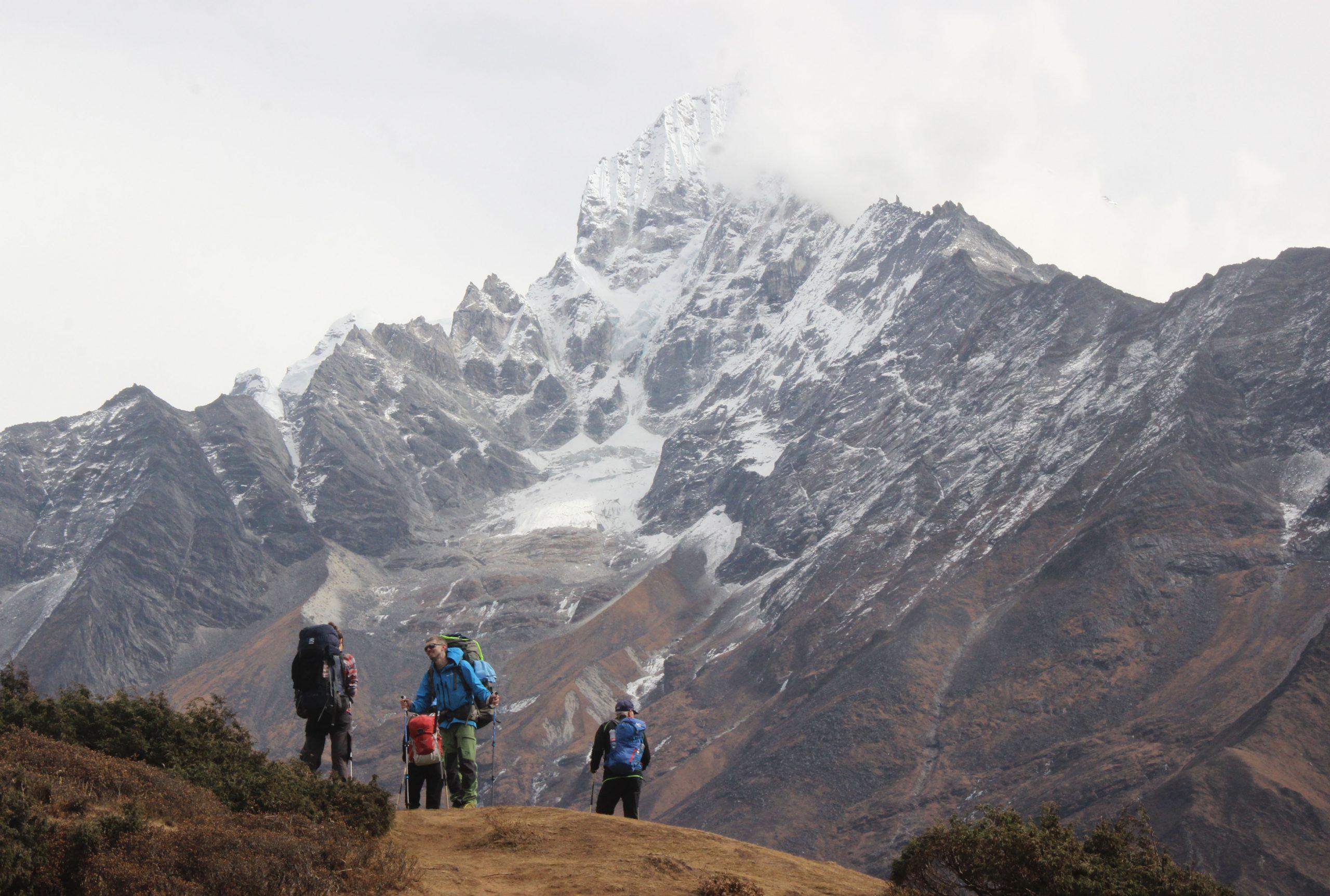 Turistas podrán viajar por carretera a región de monte Qomolangma gracias a nuevo puente