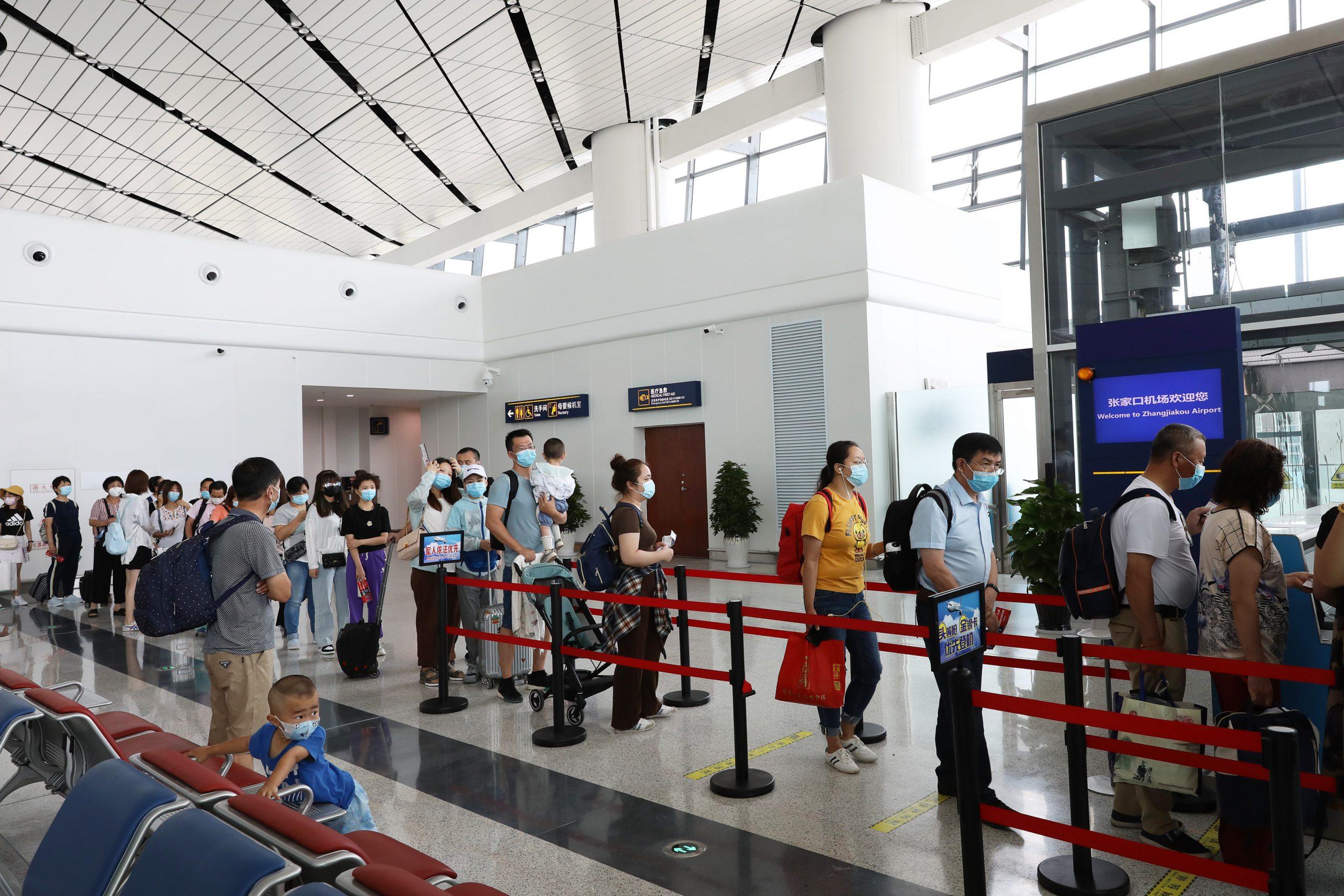 Beijing exige siete días adicionales de observación sanitaria a viajeros entrantes