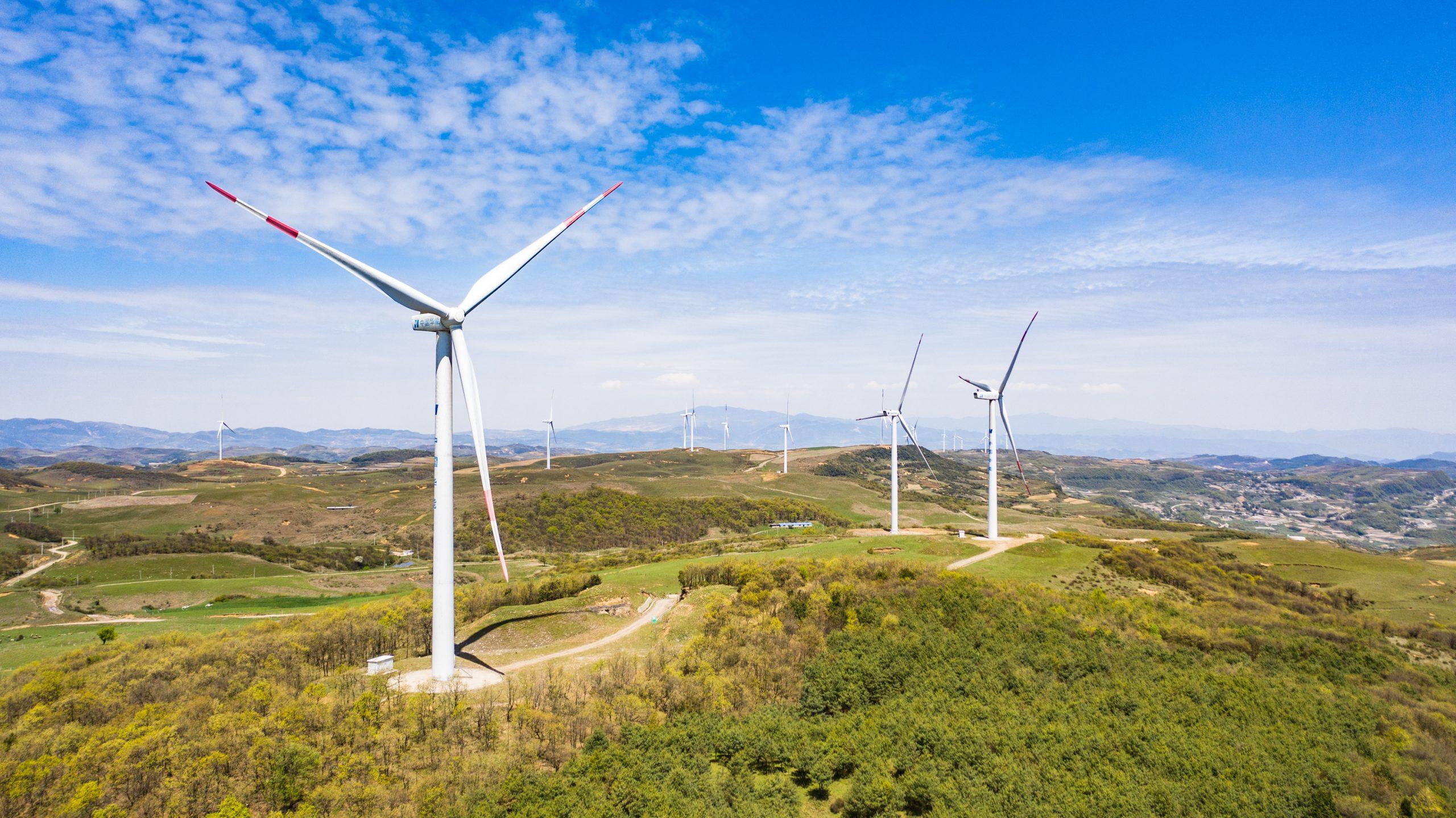 China aumenta capacidad de energía renovable entre enero y mayo