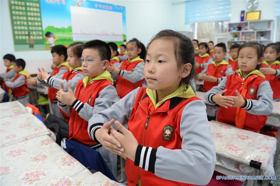 China solicita opinión pública para mejorar protección a menores en escuelas