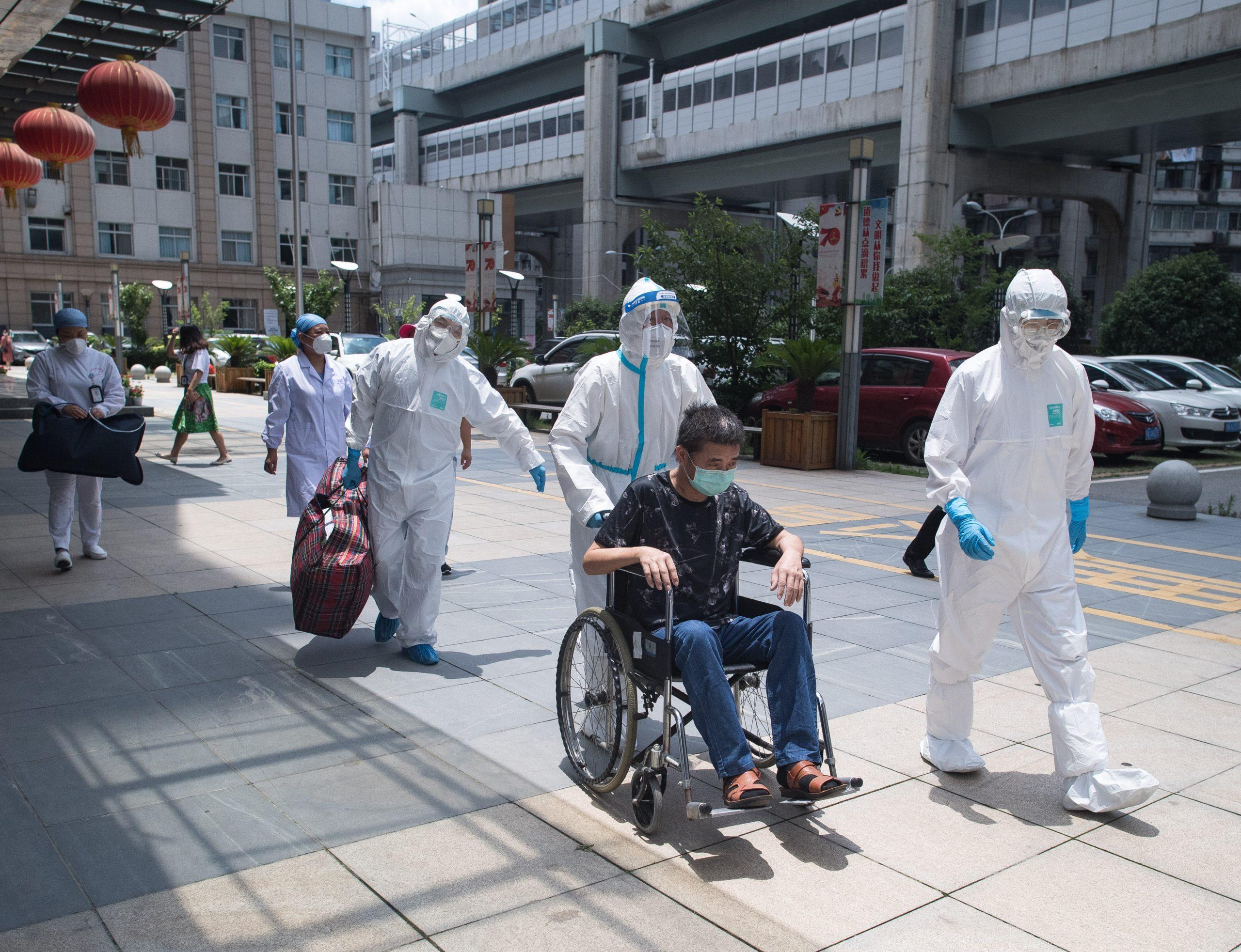 Dan de alta a 28 pacientes de COVID-19 en parte continental de China