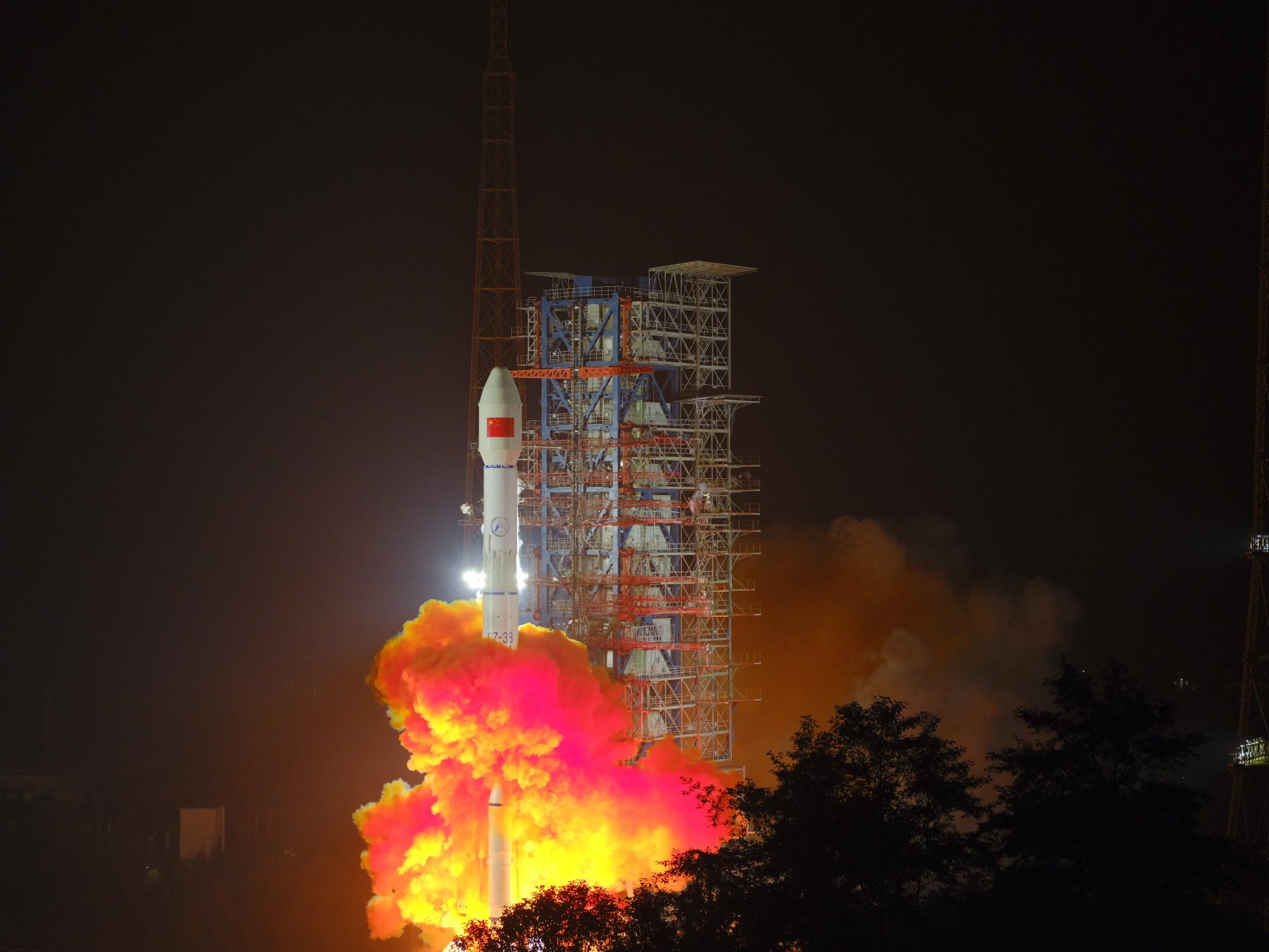 China lanza nuevo satélite de telecomunicaciones móviles
