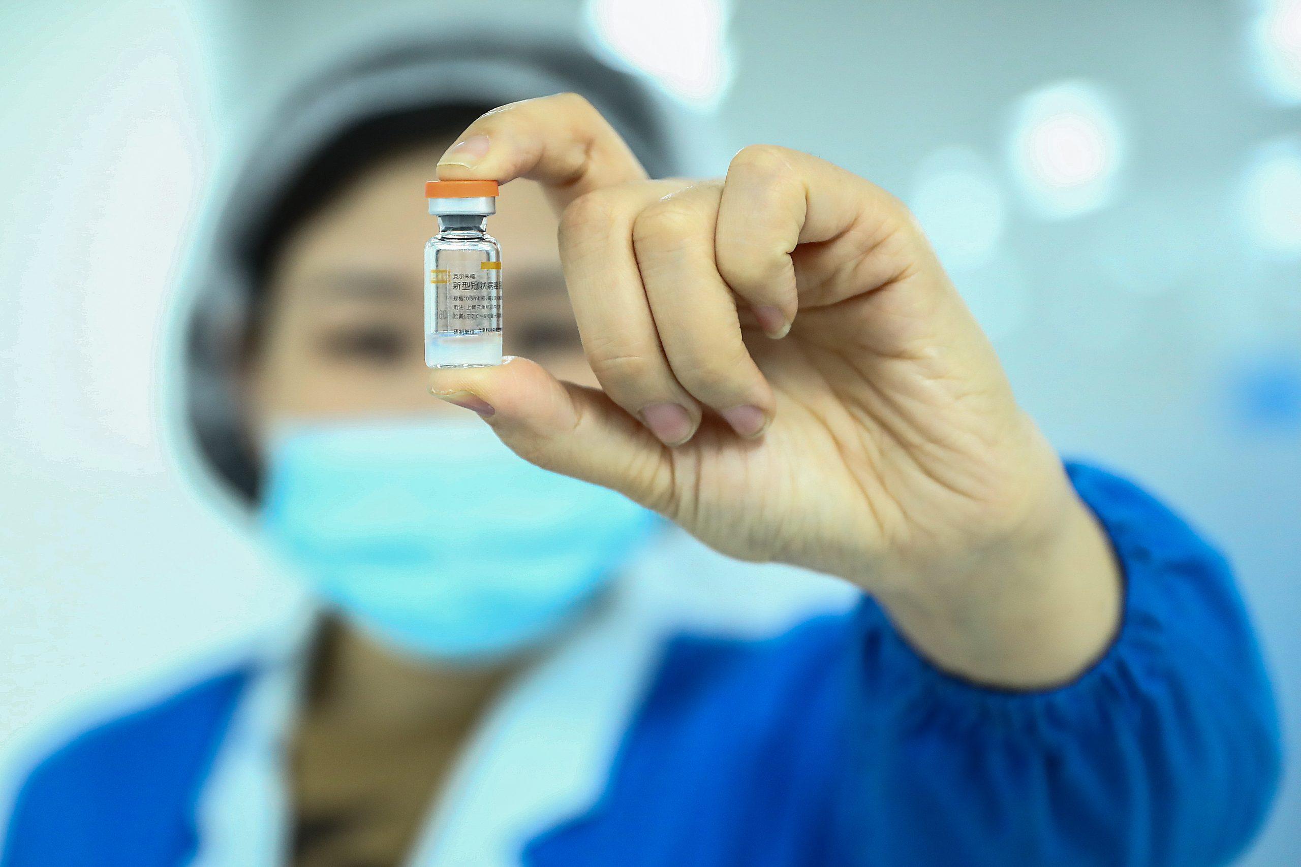 Vacuna contra COVID-19 de farmacéutica china Sinovac es segura y eficaz, según expertos