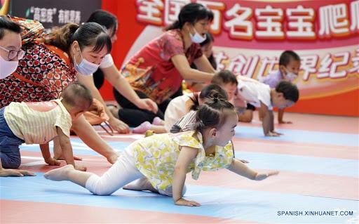 Seguros de maternidad cubrirán costos de tercer hijo en China