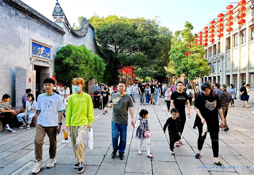 Población china alcanza 1.411,78 millones de personas, según datos oficiales