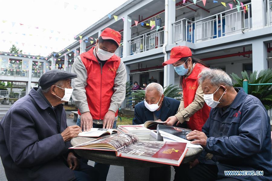 Más de 10 millones de estudiantes en universidades para ancianos de China