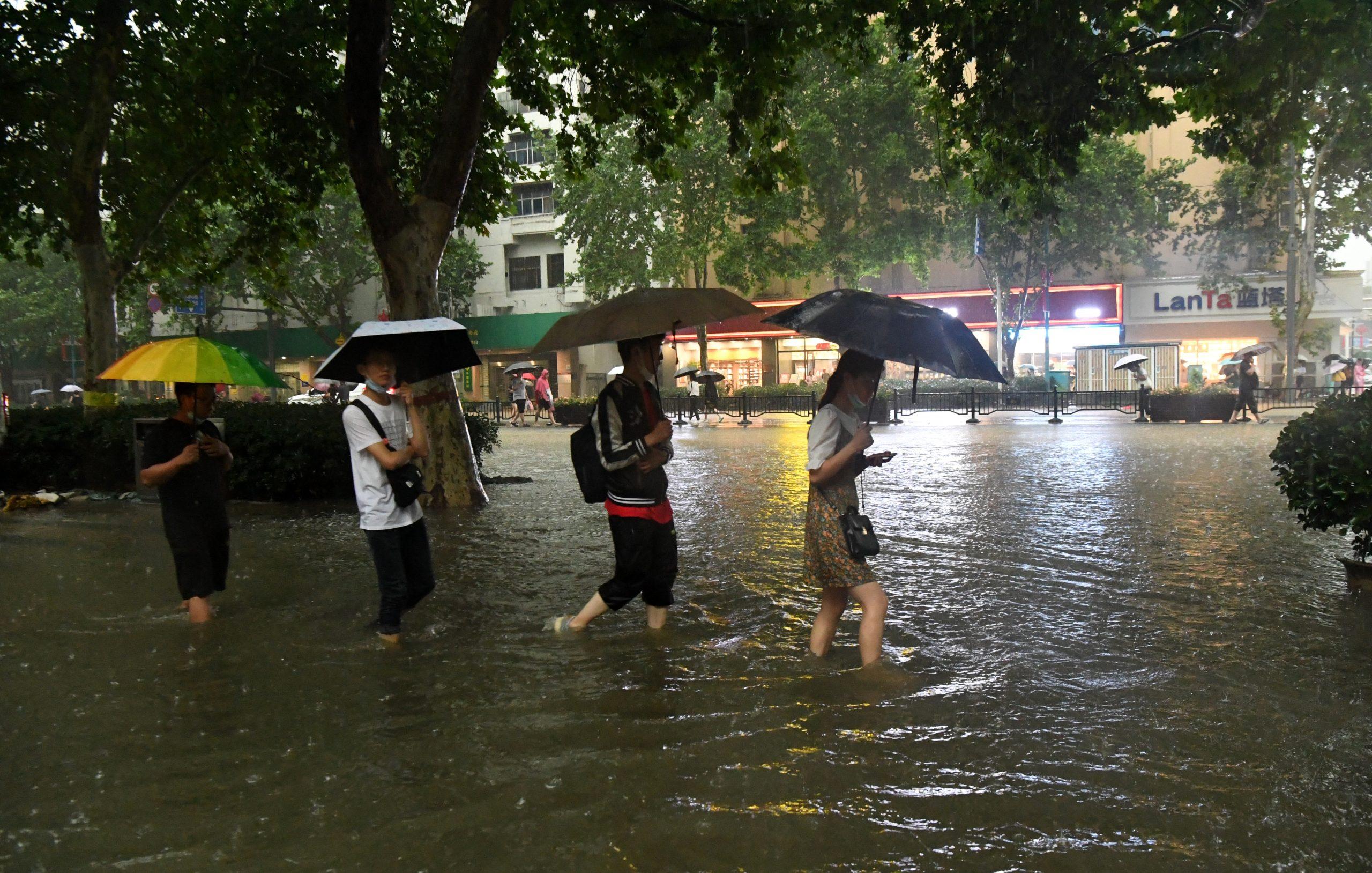 Lluvias récord en centro de China causan trastornos masivos