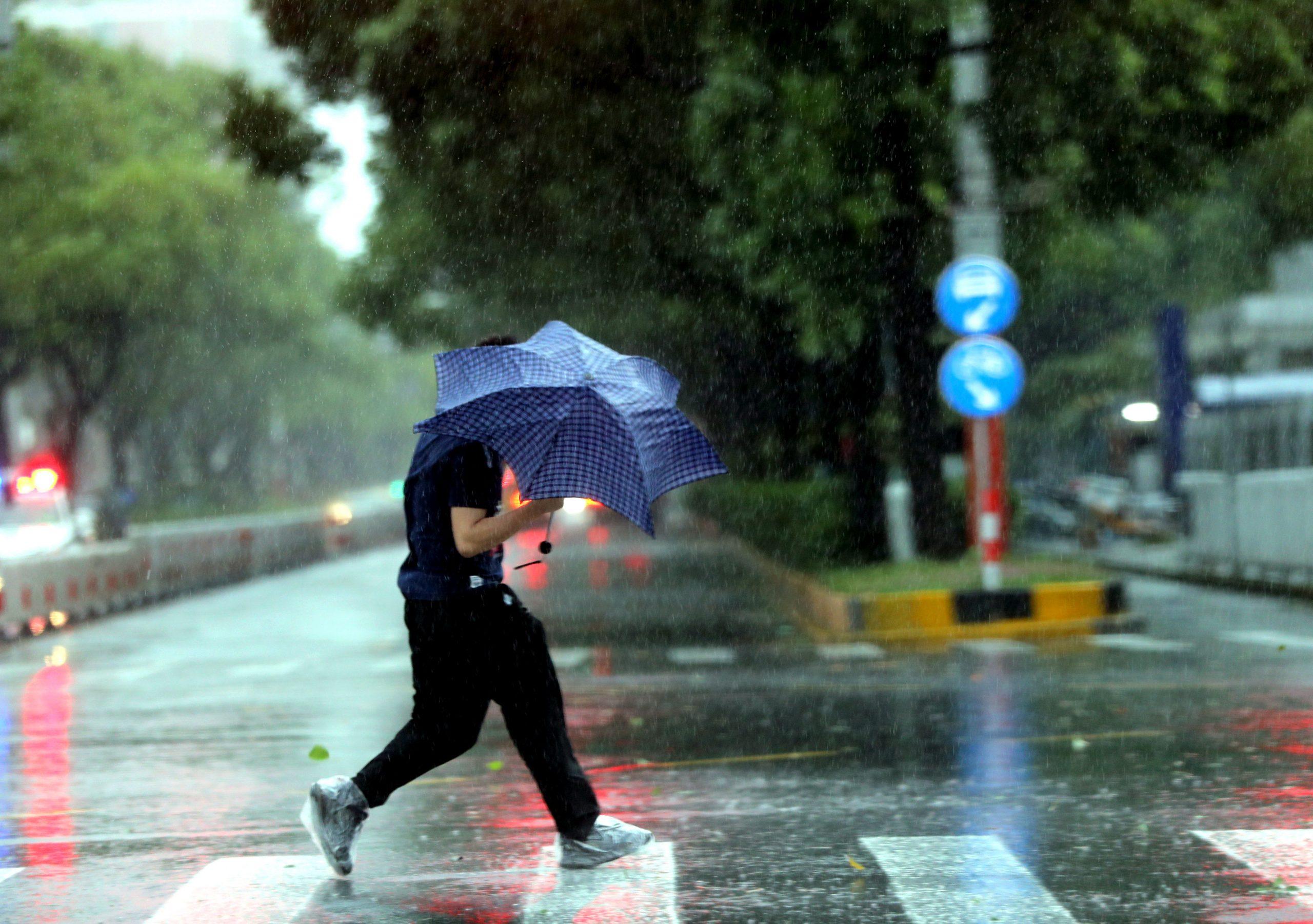 Anhui, en el este de China, se prepara para llegada de tifón In-Fa