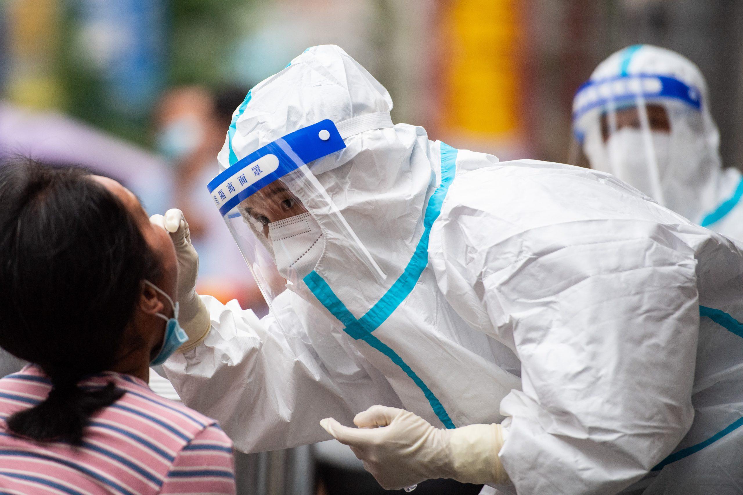 Parte continental de China reporta 62 nuevos casos de transmisión local de COVID-19