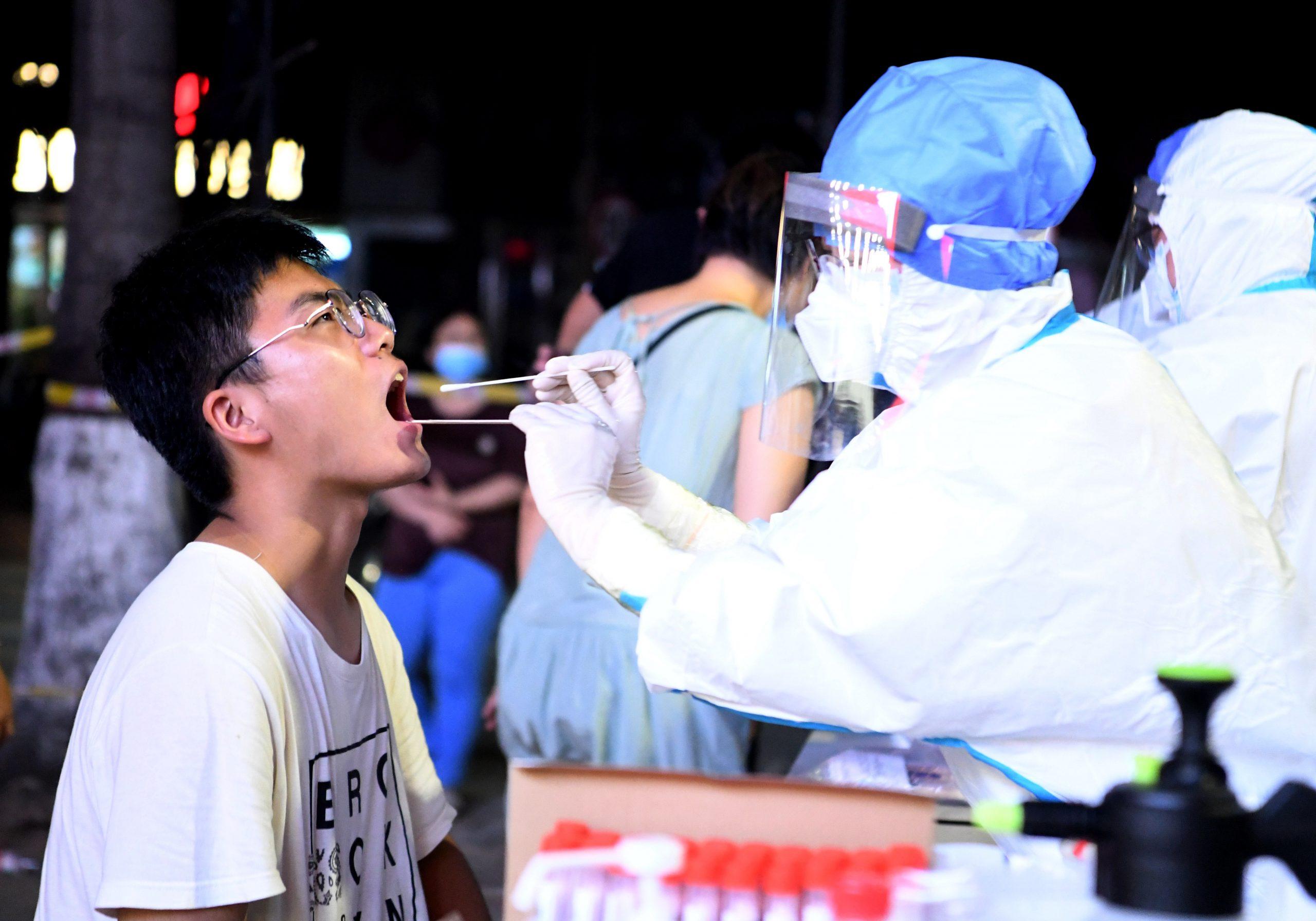Ciudad china de Zhengzhou intensifica medidas de prevención y control contra COVID-19