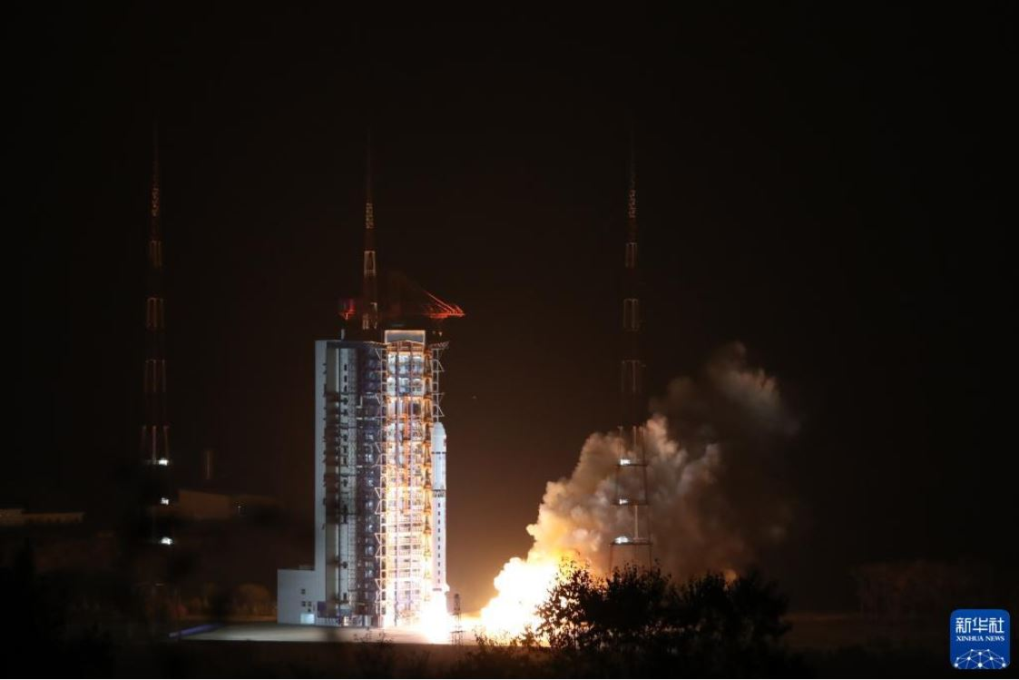 China lanza primer satélite de exploración solar