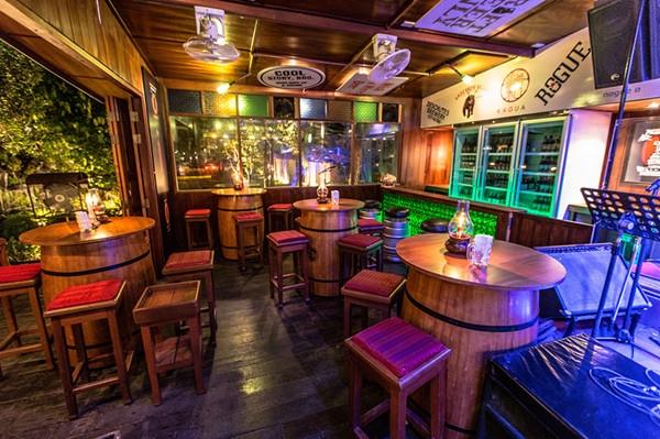 Mobilier De Restaurant En Bois De Paulownia Table De Bar Baril