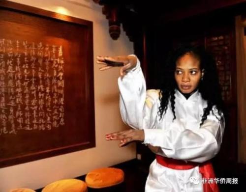 玛丽亚对中国功夫也很酷爱