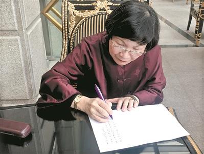 """臺北故宮博物院前院長周功鑫:讓博物館""""活""""起來-中國僑網"""