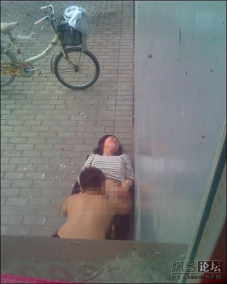 china-kids-having-sex-outside-window-02