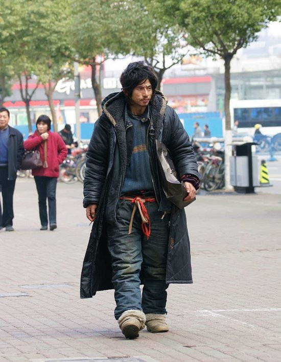Brother Sharp, a beggar in Ningbo that has become famous on the Chinese language internet for his fashionable trendy look