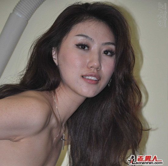 Nude photos of Chinese model Gong Rumin from Qingdao.