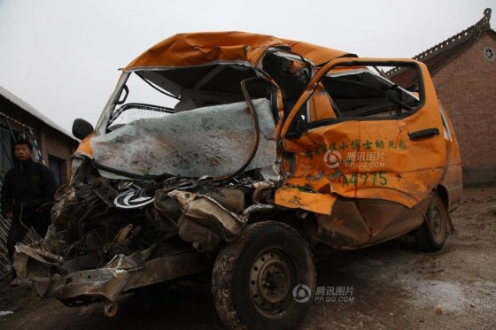 "The heavily deformed ""school bus"" in the tragic Gansu school bus accident."