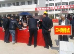 Bureau de vote au Wukan, en février 2012