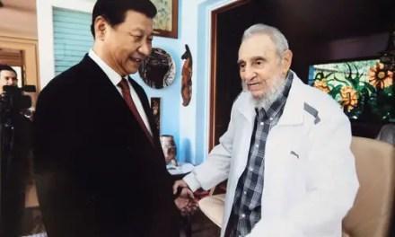 Xi Jinping salue la mémoire de Fidel Castro