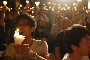 Veillée à la bougie pour le vingtième anniversaire des manifestations en 2009, à Hong Kong. Wikimedia