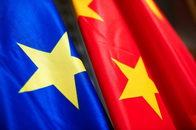 Paris, Berlin et l'UE durcissent le ton