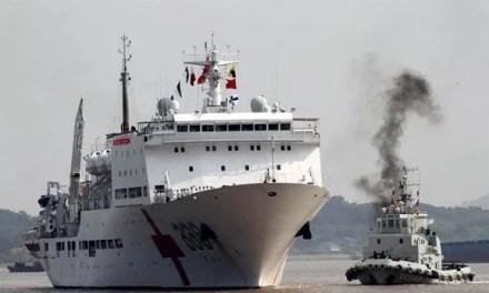 Le navire hôpital Arche de la Paix en tournée en Afrique