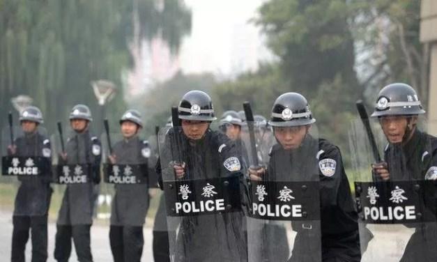 La police menace d'utiliser des «balles réelles» face aux manifestants armés
