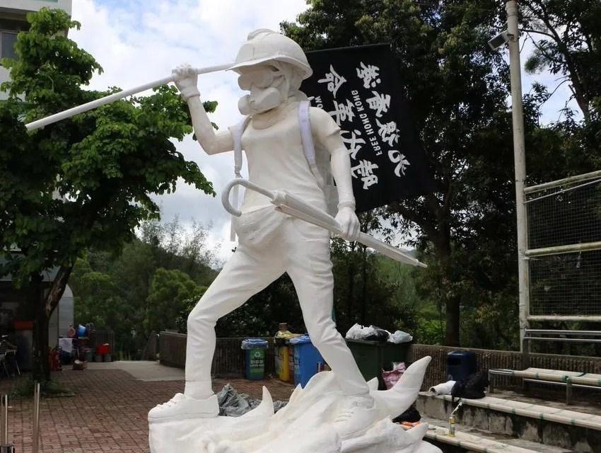 Des manifestants érigent une statue de la Liberté à Hong Kong