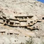 Des chercheurs étudient des fresques bouddhiques après un séisme au Xinjiang