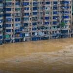 La Chine détruit un barrage pour freiner la montée des eaux