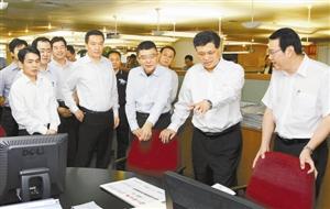 广东省长马兴瑞在担任深圳市委书记期间去香港商报视察
