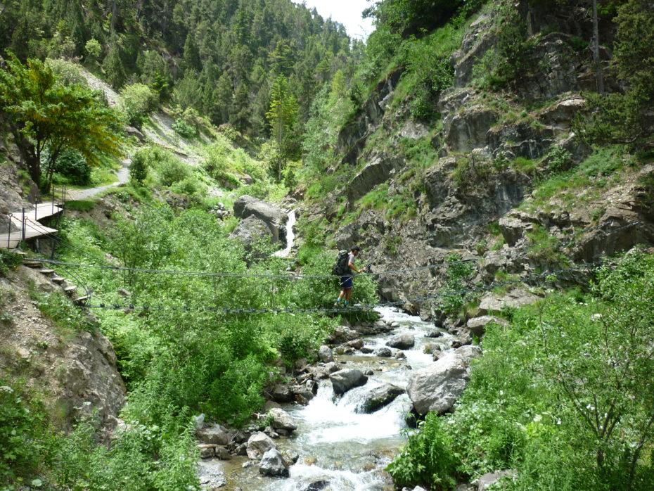 Sentiero tra le Gorge di San Gervasio, con il Torrente Piccola Dora