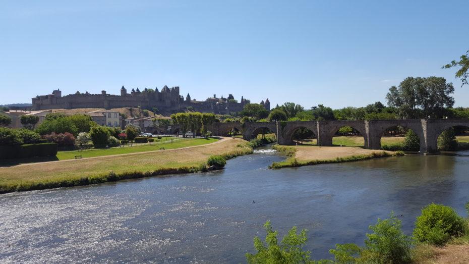 L'arrivo a Carcassonne, con la vista della cittadella, del ponte vecchio e del fiume Aude