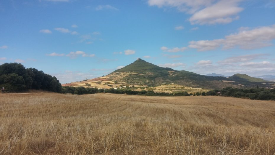 Il monte che sovrasta Villamayor de Monjardin, la nostra meta di oggi