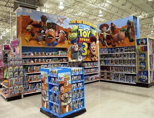 Toys Quot R Quot Us Stores Around The World Bring Toy Story 3 To Life
