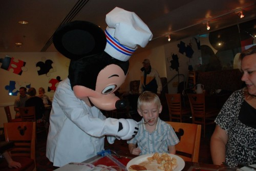 Mickey_Feeding_Jakob