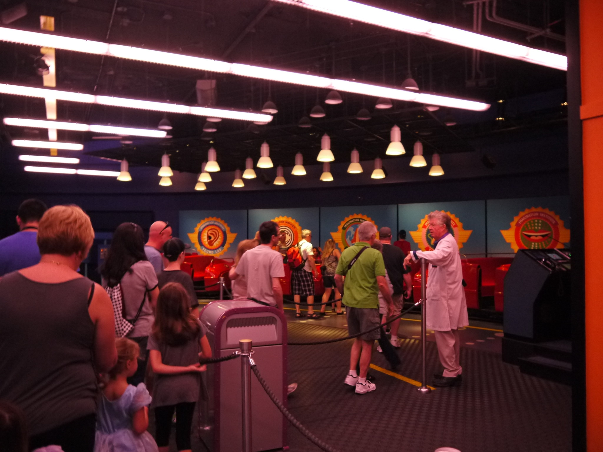 Disney Quick Tip - Fun games to play while waiting in line!