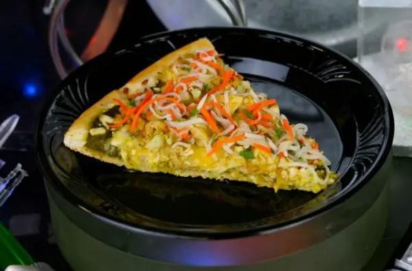 Dark-Side-Chicken-Curry-Specialty-Pizza-640x420 (1)