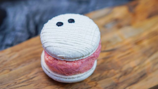 Disneyland's New Mummy Macaron Ice Cream Sandwich Will Chill You To The Bone 1