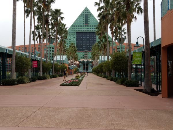 Walking Photo Tour of Swan & Dolphin Resort Holiday Decorations 1