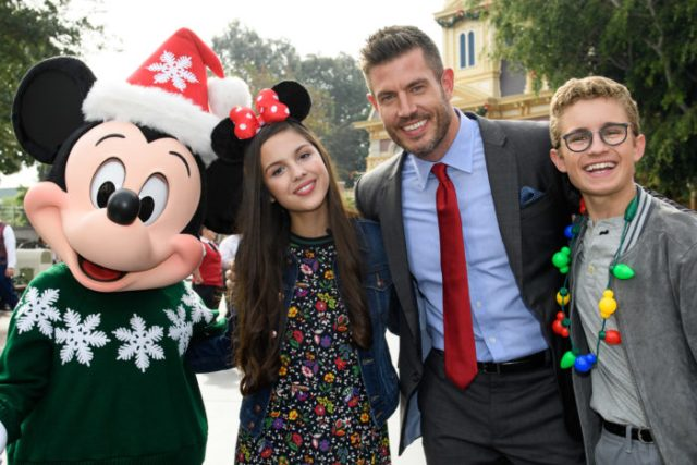 'Disney Parks Magical Christmas Celebration' Airs Christmas Morning With Celebrity Performances 3
