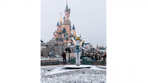 PHOTOS: Disneyland Paris Covered In Snow Creates Magical Photos 1